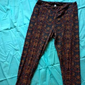 Bundle of 2 TC Lularoe leggings